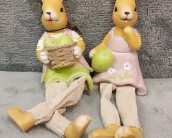 0020 Couple lapin assis