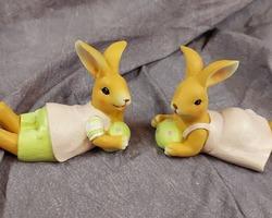 0027 Couple lapin couché