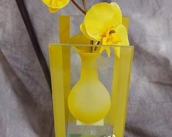 0010 Vase jaune avec fleurs