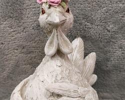 0030 Poule avec couronne de roses P